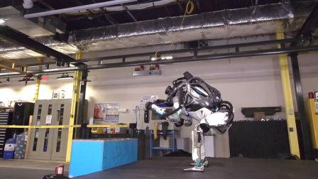 最牛仿生机器人表演后空翻,动作完美不输体操运动员!