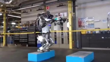 全球最牛机器人再添逆天技能 帅气后空翻稳稳落地