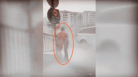 新郎被绑围栏遭灭火器喷射