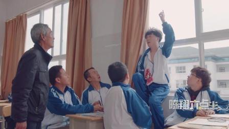 陈翔六点半: 男子擦玻璃不慎从高楼跌落, 众人竟在旁围观!