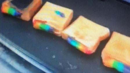 彩虹芝士吐司, 面包烤得金黄酥香加上彩虹流心美味简直无法抵挡