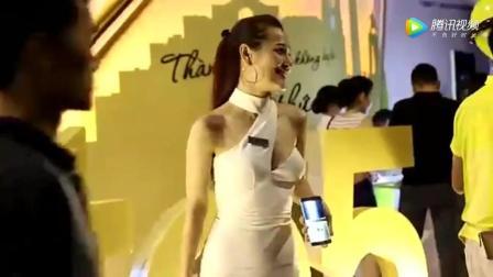 越南的车展: 奔驰展台上美女车模真的好有气质