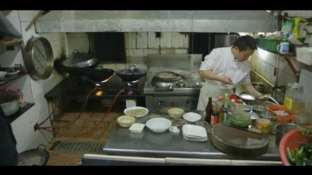 在中国上海吃酿田螺, 韭菜蛋饼, 鲫鱼豆腐汤, 好好吃哦