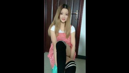 可爱小美女, 黑色过膝棉袜搭配美腿, 真迷人!