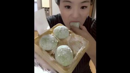 第一次吃抹茶生大福 真的超级好吃 简直是入嘴即化啊!