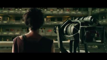 电影《特警判官》(Dredd)中加特林机枪横扫贫民窟
