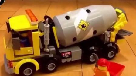 模拟工程车 挖掘机工作视频表演 乐高水泥搅拌车道路施工 吊车给建筑工吊砖