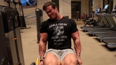 Calum Von Moger - 在酒店健身房训练 - 239