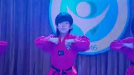 龙拳小子最后的跳舞片段, 这舞技酷呆了