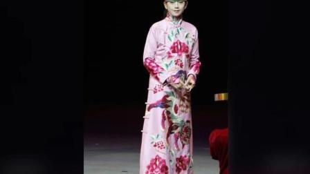 杨丽萍现身为品牌站台 59岁的她面容不老