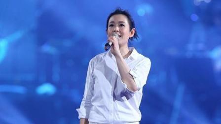 刘若英演唱《后来》泪奔, 全场10万人集体合唱