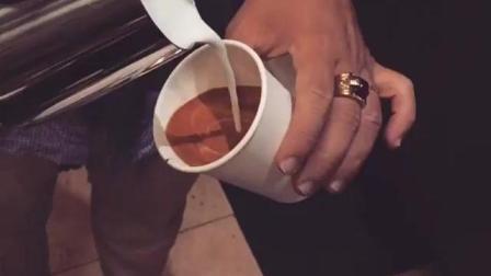 【每日咖啡拉花】打包杯拉花, 没点实力是不行的(ins@saigon_coffee_roastery )