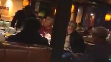 北京大爷餐馆开挂爆粗 称: 身份证110开头的
