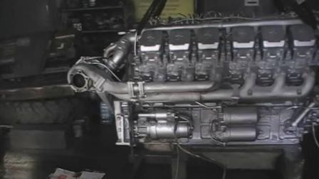 国外汽修工人调试汽车发动机, 这技术非常不错!