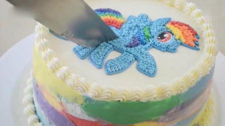 国外烘焙大师制作了一个蛋糕, 看颜值有99分, 切开那一瞬间直接给了100分!