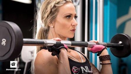 IFBB职业比基尼选手Amy Updike的上身推力肌群训练