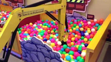 亲子游乐园, 小萝莉开挖掘机抓波波球