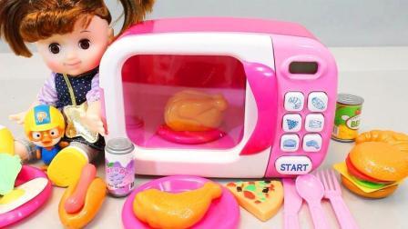 微波炉玩具制作出汉堡包鸡腿等好多的美食