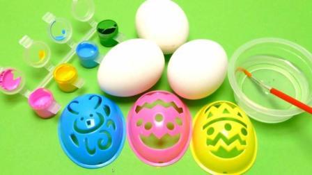 用蛋具在鸡蛋壳上画小动物