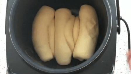 农村媳妇教你拿电饭煲做面包, 只需简单的三步, 小孩抢着吃!