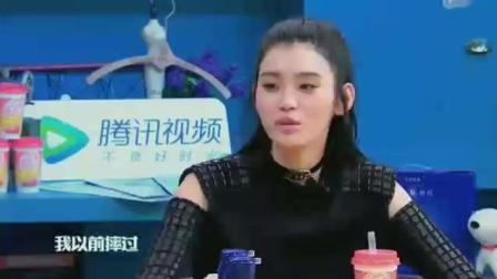 奚梦瑶节目上曾说自己在维密上从未摔倒过, 现在打脸了!