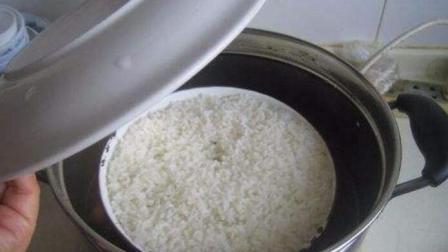 30岁年轻厨师教给你, 蒸米饭时放点这东西, 米饭又香又嫩, 太好吃了