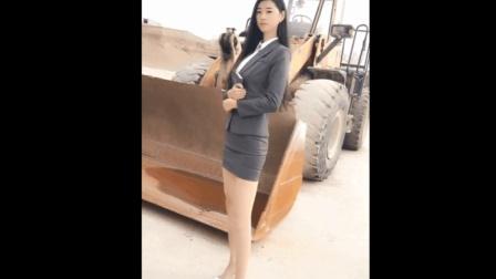 绝色长腿丝袜美女老总, 下半身都款跟挖土机一样高了