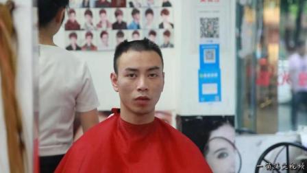 四川方言 理发店学员为留住顾客 把来理发的小伙子害得半天没出到门
