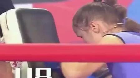 小美女30秒轰出221拳打破世界纪录 快到眼睛都看