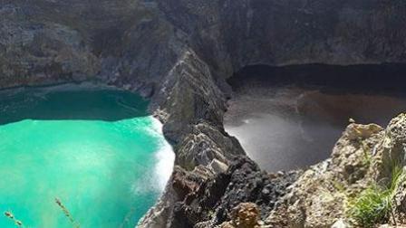 火山三个湖泊的水颜色不断变化