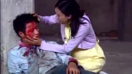 男子被打成重伤, 哑巴妻子不顾一切救自己的丈夫, 看着心痛