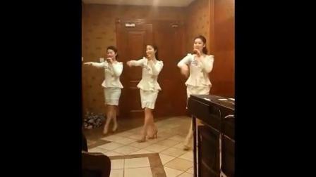 朝鲜美女KTV演唱小苹果, 这发音也太不走调了