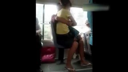 实拍公交小情侣不雅一幕, 做身上摸扎