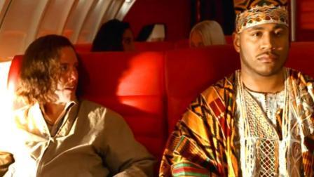 土豪坐飞机遇到恐怖分子, 直接将其推下飞机!