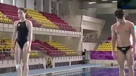 男女混合跳水跳水出来的一瞬间, 男运动员尴尬了!