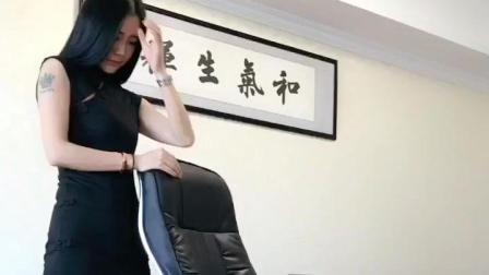 时尚气质美女, 办公室的自拍, 修长美腿辣眼.