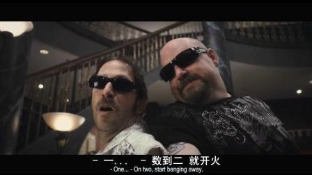 两个逗逼打劫银行, 遇到了另一波劫匪, 直接上演搞笑的枪战模式