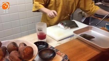 日本顶级厨师处理野生鳖鱼, 切下鳖头的一瞬间, 还能反抗