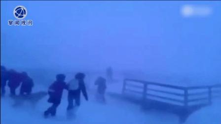 北极圈小学生放学 场面堪比灾难大片