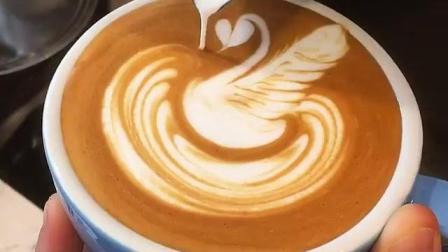 【每日咖啡拉花】天鹅-拿铁艺术咖啡拉花滑翔的牛奶(ins@baristaswag)
