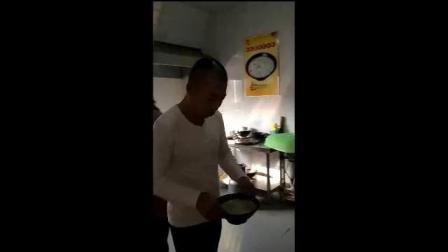黑龙江羊汤配着烧饼一起吃的做法 羊肉汤羊杂汤单县度娘说好