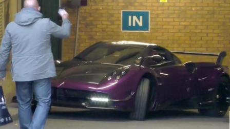 价值3000万的帕加尼汽车街头暴走, 路人的这种表现让我无法淡定