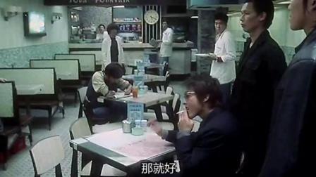 老大出狱各方都来试探怕他重出江湖, 开饭店来吃饭的都叫大哥