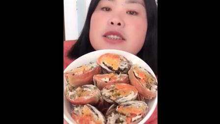 清蒸大闸蟹美食小吃, 如此多黄的大闸蟹, 姐你太会吃了