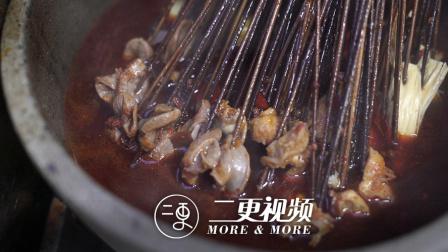 更成都 | 每天卖出一万串!成都这家用27种香料慢火熬制的冷锅串串长啥样?