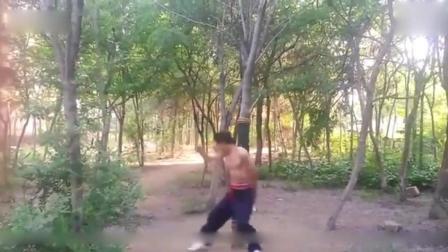 传统武术中, 最凶狠的八极拳的贴山靠, 就是这样练得!