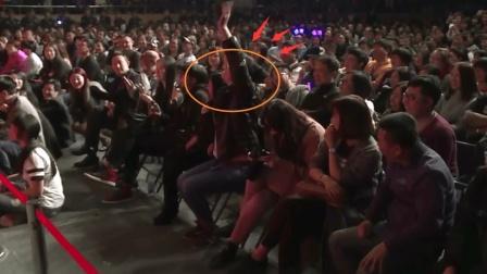 岳云鹏返场互动, 女观众喊专程从北京来看你! 小岳: 这不有病吗
