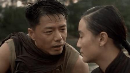 段奕宏和宋佳在河里嬉戏耍闹, 突然两人闹起别扭