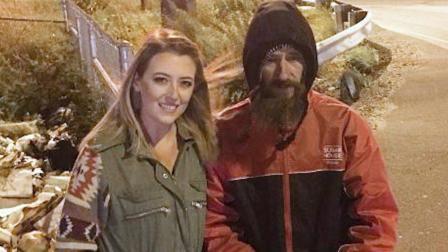 美国流浪汉花20美元为一女子买汽油, 这名女子为他众筹38万美元