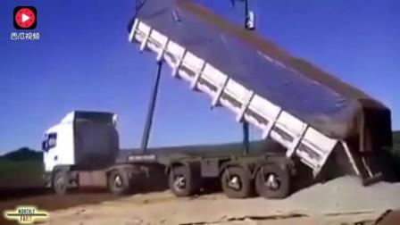 大货车即将掉入悬崖, 司机淡定下车拍摄, 结果是好是坏?